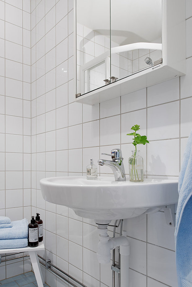 Фотография: Ванная в стиле Скандинавский, Современный, Малогабаритная квартира, Квартира, Швеция, Мебель и свет, Дома и квартиры – фото на InMyRoom.ru