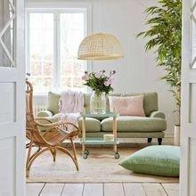 Фотография: Гостиная в стиле Кантри, Декор интерьера, Декор, Розовый – фото на InMyRoom.ru