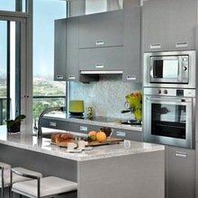 Фотография: Кухня и столовая в стиле Современный, Хай-тек, Малогабаритная квартира, Квартира, Мебель и свет, дизайн маленькой кухни, как обустроить маленькую кухню, идеи для маленькой кухни, kuhnya-8-kv-metrov – фото на InMyRoom.ru
