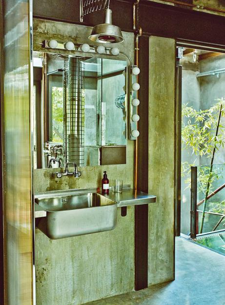 Фотография: Ванная в стиле Лофт, Дома и квартиры, Интерьеры звезд, Индустриальный – фото на InMyRoom.ru