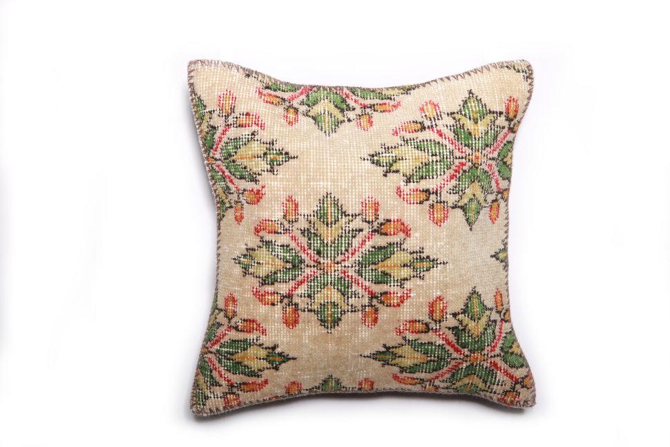 Подушка декоративная из шерсти 45х45