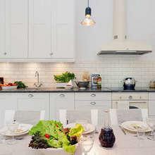 Фотография: Кухня и столовая в стиле Скандинавский, Декор интерьера, Квартира, Дом, Интерьер комнат, Цвет в интерьере, Белый – фото на InMyRoom.ru