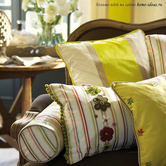 Фотография: Спальня в стиле Минимализм, Декор интерьера, Декор дома, Подушки, Вышивка – фото на InMyRoom.ru