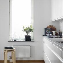 Фотография: Кухня и столовая в стиле Скандинавский, Минимализм, Декор интерьера, Квартира, Аксессуары, Мебель и свет, Белый, Черный – фото на InMyRoom.ru