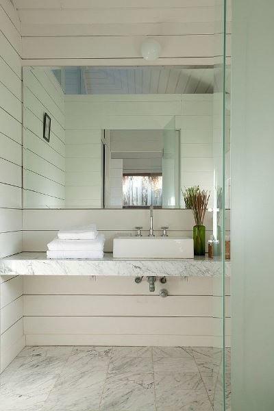 Фотография:  в стиле , Ванная, Аксессуары, Советы, обзор раковин, раковина из бетона, раковина из дерева, раковина из фаянса, стеклянная раковина, раковина из нержавеющей стали, дизайн ванной комнаты – фото на InMyRoom.ru