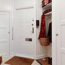 Фотография: Прихожая в стиле Скандинавский, Малогабаритная квартира, Квартира, Цвет в интерьере, Дома и квартиры, Белый, Гетеборг – фото на InMyRoom.ru