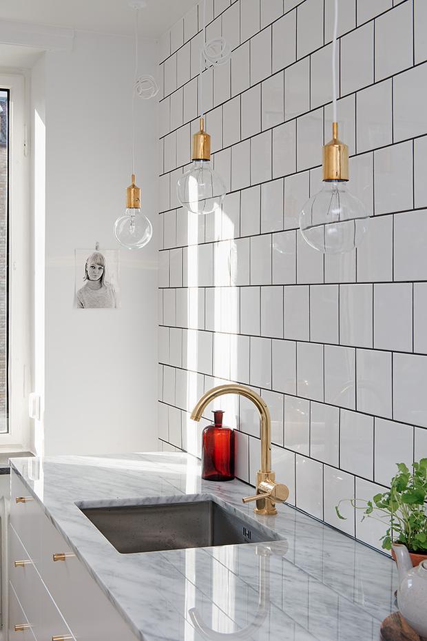 Фотография: Кухня и столовая в стиле Лофт, Декор интерьера, Дизайн интерьера, Цвет в интерьере, Советы, Белый – фото на InMyRoom.ru
