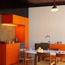 Фотография: Кухня и столовая в стиле Кантри, Классический, Современный, Эклектика, Декор интерьера, Дизайн интерьера, Цвет в интерьере, Оранжевый – фото на InMyRoom.ru