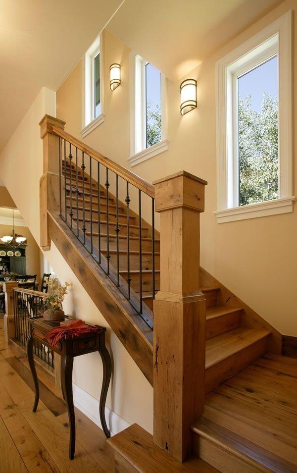 Фотография: Прихожая в стиле Классический, Архитектура, Декор, Мебель и свет, Ремонт на практике, Никита Морозов, освещение для лестницы, какую выбрать лестницу, какие бывают лестницы, прямая лестница, винтовая лестница, лестница на больцах, подвесная лестница, ограждение для лестниц, как украсить лестницу – фото на InMyRoom.ru
