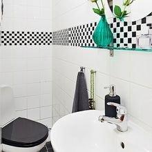 Фотография: Ванная в стиле Скандинавский, Малогабаритная квартира, Квартира, Цвет в интерьере, Дома и квартиры, Белый, Стена, Пол – фото на InMyRoom.ru