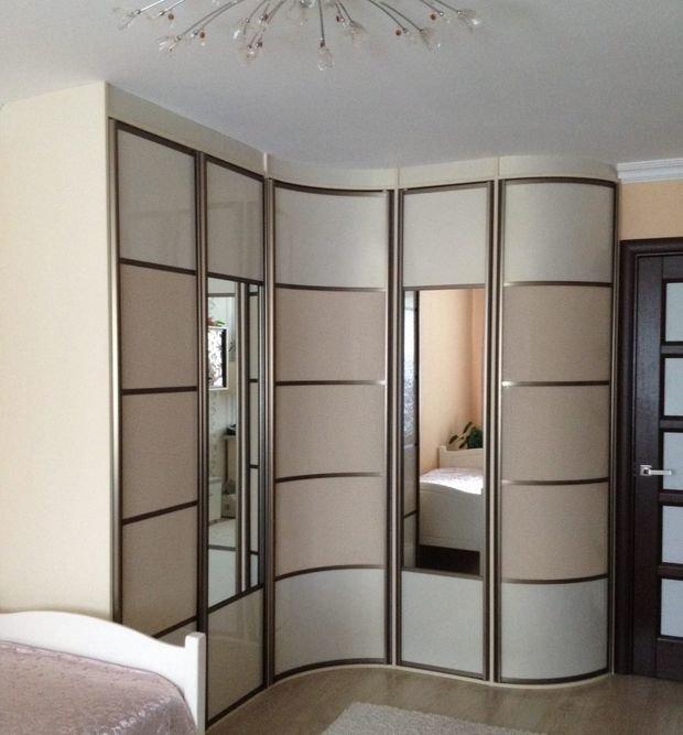 Угловой шкаф купе в спальню дизайн идеи 47