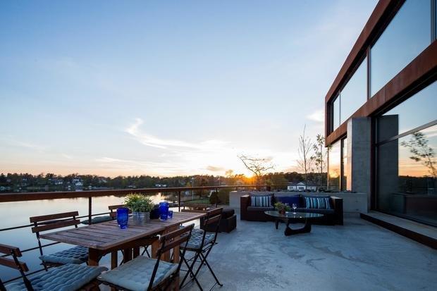 Фото из портфолио Уникально оформленная квартира с потрясающим видом на море – фотографии дизайна интерьеров на INMYROOM