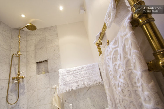 Фотография: Гостиная в стиле Скандинавский, Стиль жизни, Советы, Париж, Airbnb – фото на InMyRoom.ru