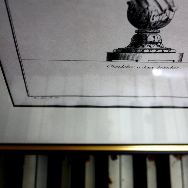 Фотография: Декор в стиле Классический, Современный, Декор интерьера, Дом, Декор дома, Цвет в интерьере, Картины, Подсвечники, Неоклассика – фото на InMyRoom.ru