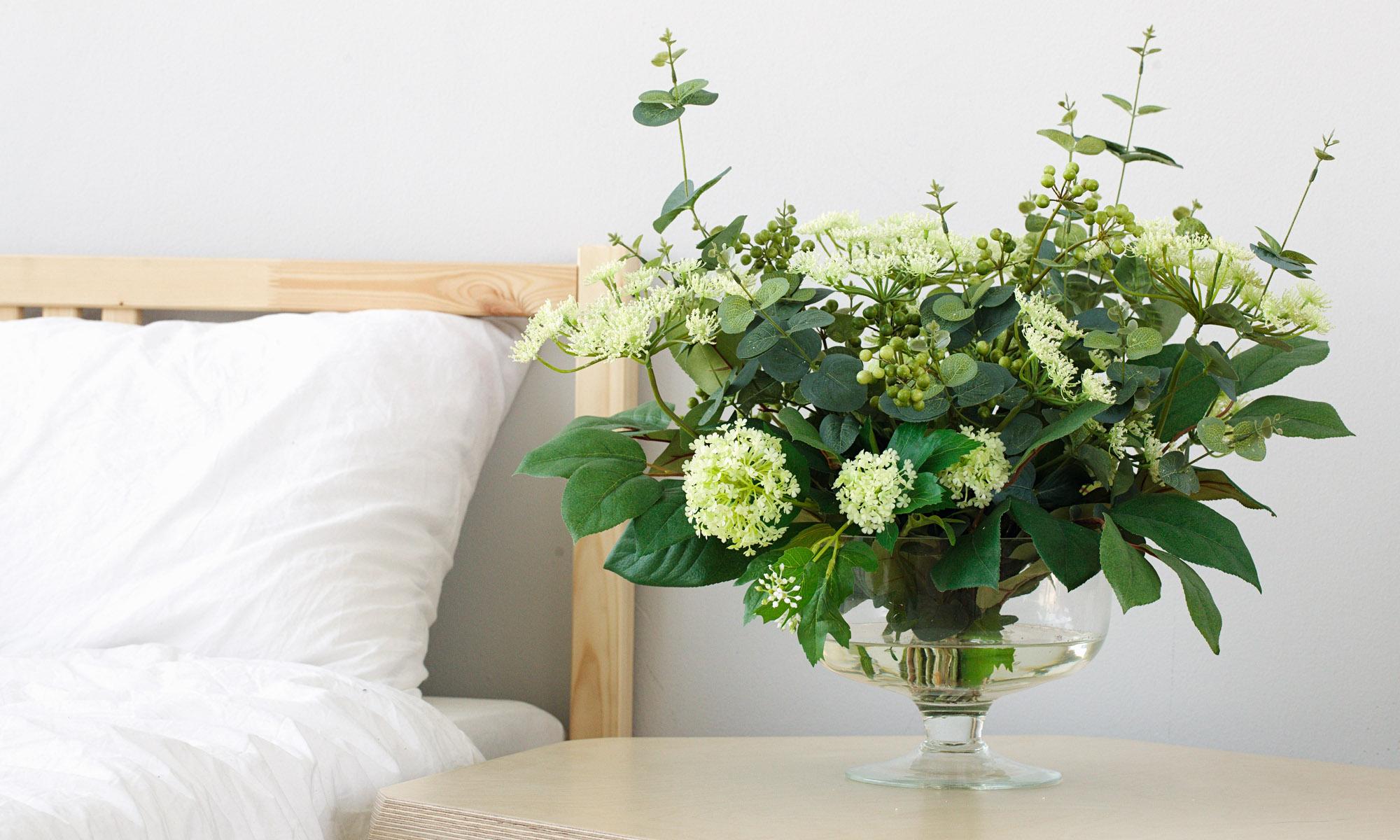 Купить Композиция из искусственных цветов - соцветия укропа, зелень эвкалипта, салала, вибурнума, inmyroom, Россия