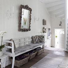 Фотография: Прихожая в стиле Скандинавский, Дом, Цвет в интерьере, Дома и квартиры, Белый – фото на InMyRoom.ru