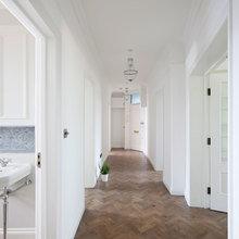 Фотография: Прихожая в стиле Скандинавский, Квартира, Цвет в интерьере, Дома и квартиры, Белый, Лондон, Лепнина – фото на InMyRoom.ru