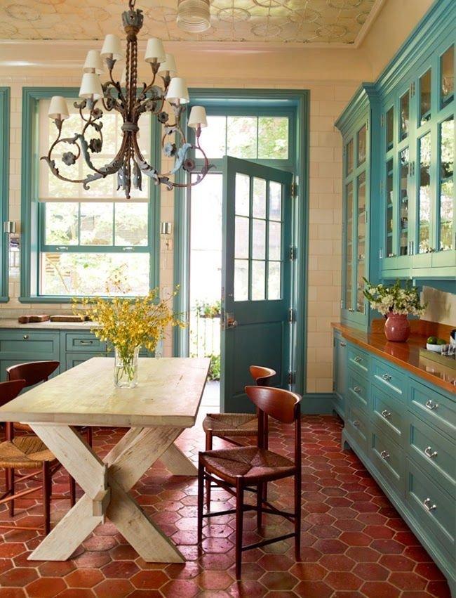 Желтая кухня в стиле кантри