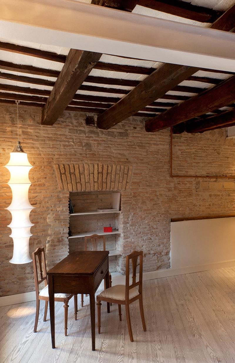 Фотография: Офис в стиле , Малогабаритная квартира, Квартира, Италия, Дома и квартиры – фото на InMyRoom.ru