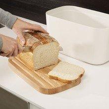 Хлебница с разделочной доской  Joseph Joseph белая