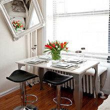 Фотография: Кухня и столовая в стиле Эклектика, Малогабаритная квартира, Интерьер комнат, Стол – фото на InMyRoom.ru