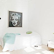 Фотография: Спальня в стиле Минимализм, Скандинавский, Декор интерьера, Интерьер комнат, Цвет в интерьере, Белый – фото на InMyRoom.ru