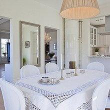Фотография: Кухня и столовая в стиле Скандинавский, Дом, Швеция, Цвет в интерьере, Дома и квартиры, Белый – фото на InMyRoom.ru