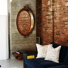 Фотография: Гостиная в стиле Лофт, Декор интерьера, Дом, Декор дома, Зеркало – фото на InMyRoom.ru