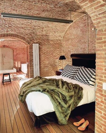 Фотография: Спальня в стиле Лофт, Эклектика, Декор интерьера, Дом, Антиквариат, Дома и квартиры, Стена, Мадрид – фото на InMyRoom.ru