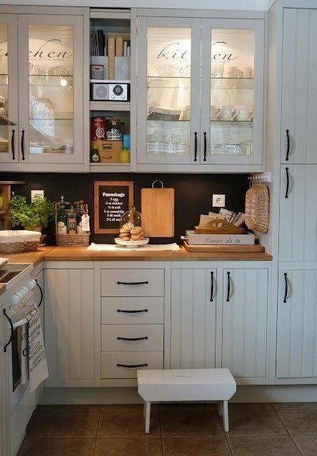 Фотография: Кухня и столовая в стиле Прованс и Кантри, Декор интерьера, Мебель и свет – фото на InMyRoom.ru