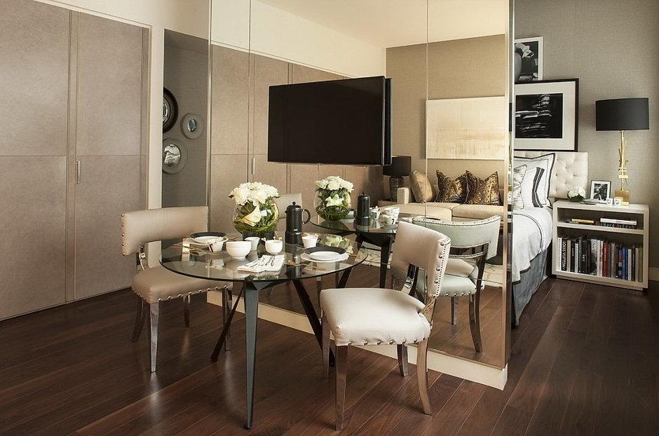 Фотография: Кухня и столовая в стиле Современный, Малогабаритная квартира, Квартира, Дома и квартиры, Лондон, Зеркало, Перегородка – фото на InMyRoom.ru