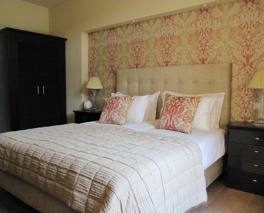 Фотография: Спальня в стиле Классический, Декор интерьера, Декор дома, Цвет в интерьере, Обои – фото на InMyRoom.ru