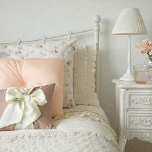 Фотография: Спальня в стиле Кантри, Декор интерьера, Декор дома, Подушки, Вышивка – фото на InMyRoom.ru