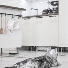 Фотография: Кухня и столовая в стиле Скандинавский, Малогабаритная квартира, Квартира, Проект недели, новостройка, Магнитогорск, кухня с островом, вагонка на стенах, Алексей Гуркин – фото на InMyRoom.ru