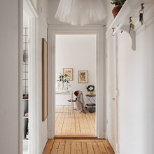 Фотография:  в стиле Скандинавский, Малогабаритная квартира, Квартира, Цвет в интерьере, Дома и квартиры, Белый – фото на InMyRoom.ru