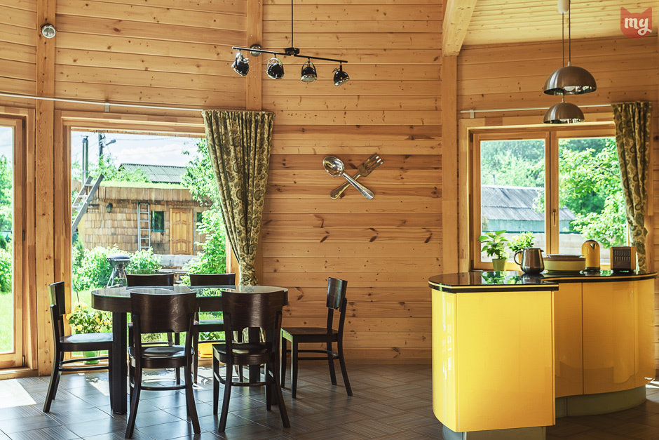 Сочетание желтого и зеленого на кухне