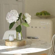 Фотография: Кухня и столовая в стиле Современный, Интерьер комнат, SMEG, Холодильник – фото на InMyRoom.ru