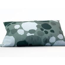 Декоративная подушка: Серые пятна