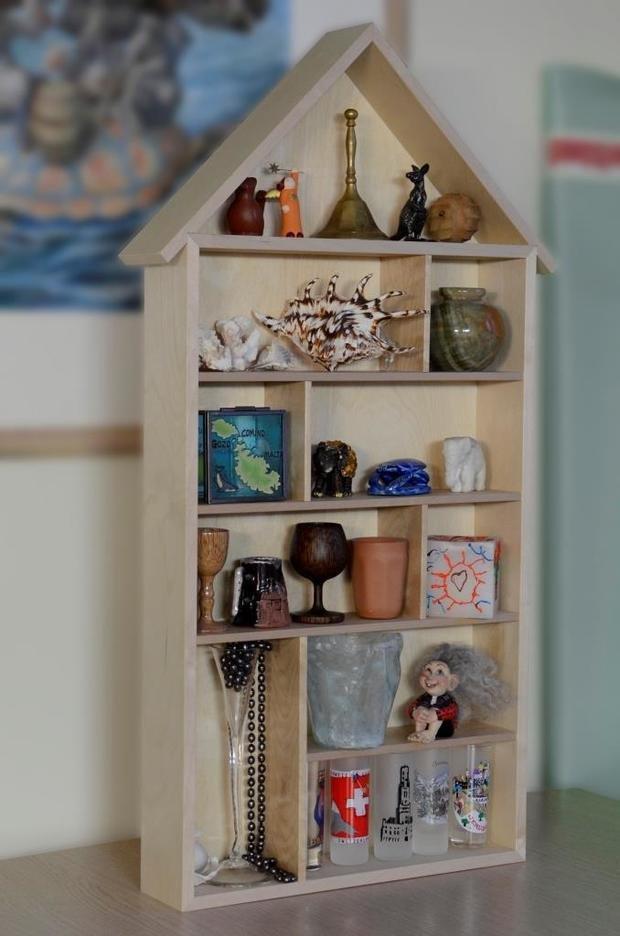 Продаем узкие дисплеи-полки для сувениров, коллекций, игрушек