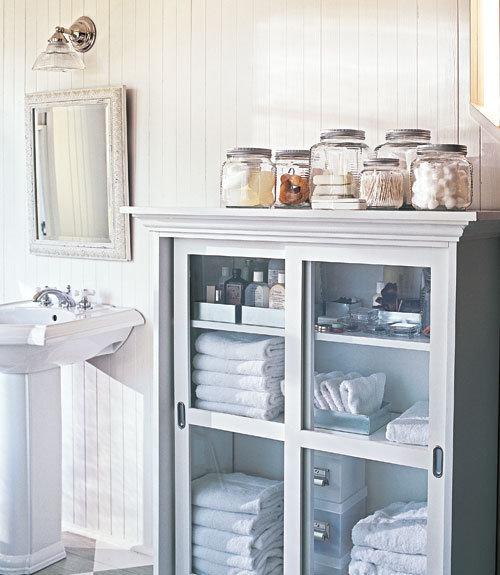 Фотография: Ванная в стиле Прованс и Кантри, Стиль жизни, Советы, Системы хранения – фото на InMyRoom.ru