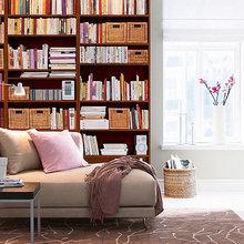 Фотография: Гостиная в стиле Современный, Декор интерьера, Декор дома, Полки, Библиотека – фото на InMyRoom.ru