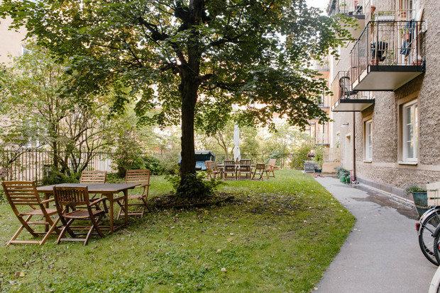 Фотография: Ландшафт в стиле Прованс и Кантри, Декор интерьера, Малогабаритная квартира, Квартира, Швеция, Синий, Серый, Розовый, 2 комнаты, до 40 метров – фото на INMYROOM