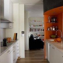 Фотография: Кухня и столовая в стиле Скандинавский, Современный, Декор интерьера, Дизайн интерьера, Цвет в интерьере, Оранжевый – фото на InMyRoom.ru