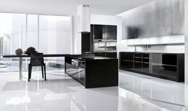 Фотография:  в стиле Хай-тек, Кухня и столовая, Декор интерьера, Дизайн интерьера, Цвет в интерьере, Черный, Пол – фото на InMyRoom.ru