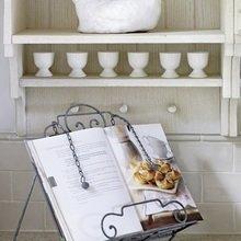 Фотография: Кухня и столовая в стиле Кантри, Дом, Цвет в интерьере, Дома и квартиры, Белый – фото на InMyRoom.ru