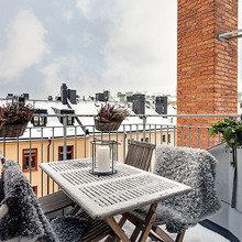 Фотография: Балкон, Терраса в стиле Скандинавский, Квартира, Мебель и свет, Дома и квартиры – фото на InMyRoom.ru