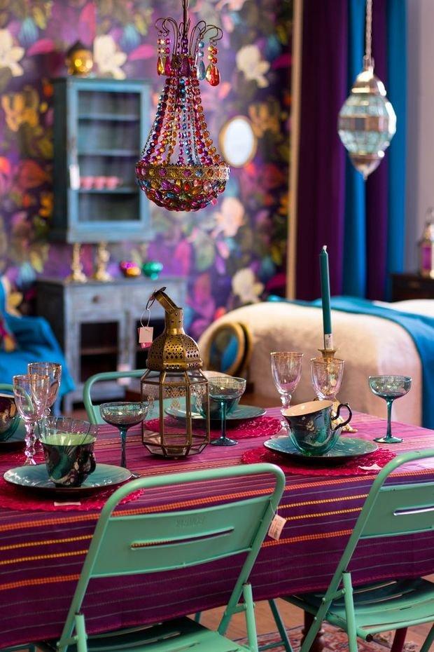 Фотография: Декор в стиле Прованс и Кантри, Гостиная, Восточный, Эклектика, Декор интерьера, Красный, Желтый, Синий, Розовый, Фуксия – фото на InMyRoom.ru