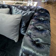Фотография: Мебель и свет в стиле Классический, Современный, Гостиная, Декор интерьера, Интерьер комнат, Тема месяца – фото на InMyRoom.ru