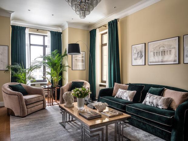 Изначальной фишкой помещения, что говорит о современном подходе автора комплекса Barkli Residence — Роберта Стерна, стали увеличенные по высоте окна 220 см и высокие потолки 315 см.