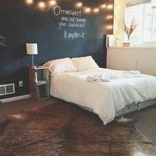 Фотография: Спальня в стиле Скандинавский, Декор интерьера, DIY, Декор, грифельная краска, графитовая краска, краска для школьных досок в интерьере, грифельная краска с эффектом школьной доски – фото на InMyRoom.ru
